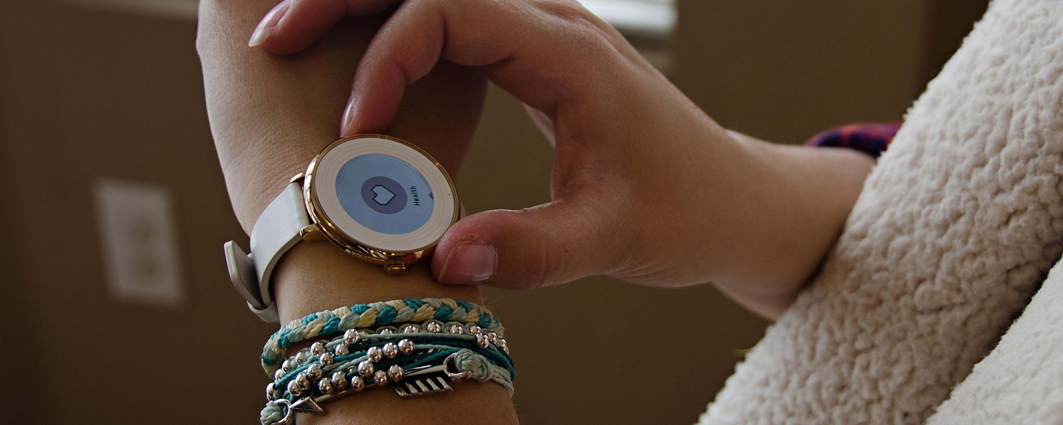 Review: Pebble Health vs. Fitbit